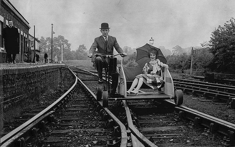 Презентация четырехколесной велодрезины, которая предназначалась для перевозки пассажиров, 1930-е история, ретро, фото
