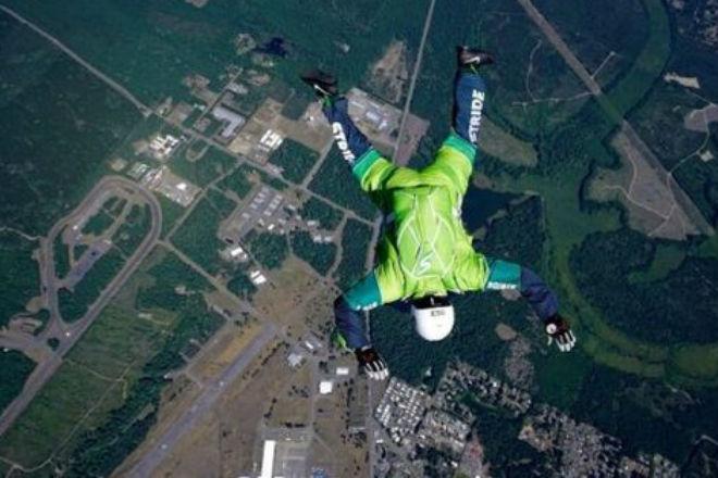 Американский скайдайвер установил новый сумасшедший рекорд