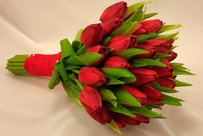 Красные тюльпаны на День Святого Валентина символизируют чистую любовь