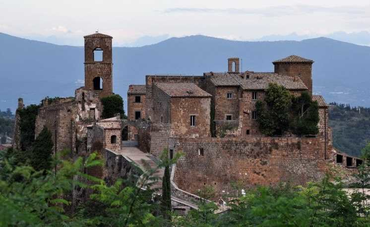 21. Заброшенный горный город в Италии города-призраки, заброшенные города, загадки, тайны, фото