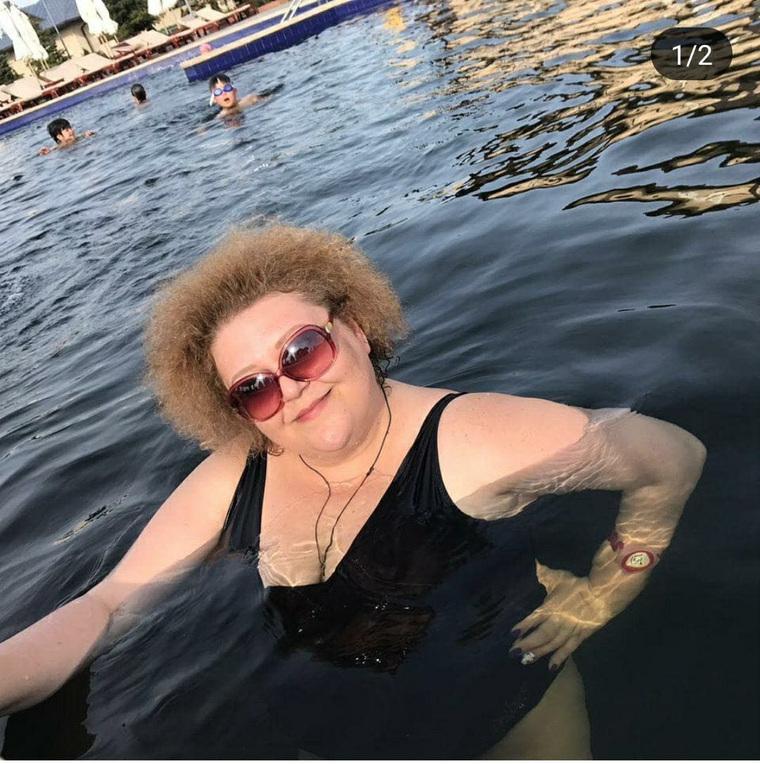 Российские учительницы разделись в поддержку уволенной из-за купальника коллеги. ФОТО