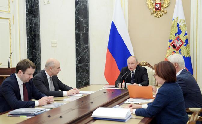 Кто обманывает президента: Нищим россиянам внушают процветание