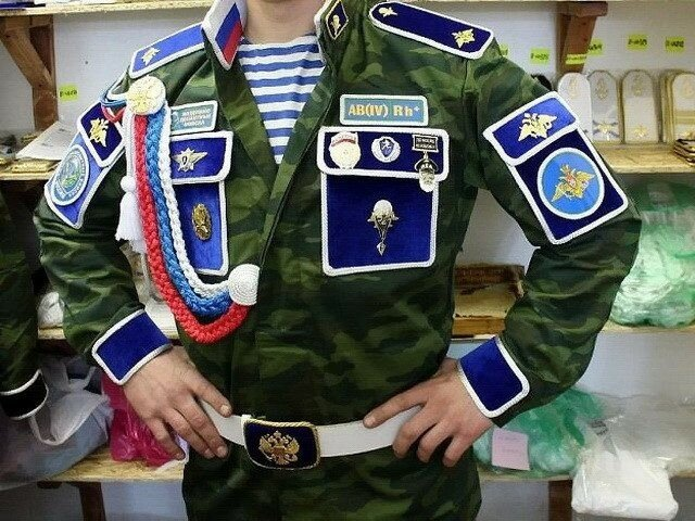 Генерал швейных войск – я такого в детстве встретил, сразу понял, что это элитное армейское подразделение генерал, войск, швейных, пацаны, который, военный, такой, тогда, нужно, одного, быстро, этого, аксельбантами, расслабился, чтобы, хочет, случае, группы, местные, деревня