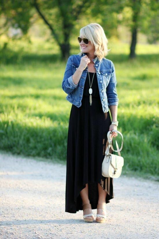 Пока еще тепло: образы с джинсовой курткой и платьем