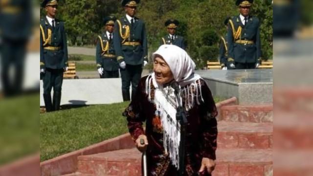В Киргизии скончалась женщина, усыновившая 150 детей из блокадного Ленинграда (1 фото)
