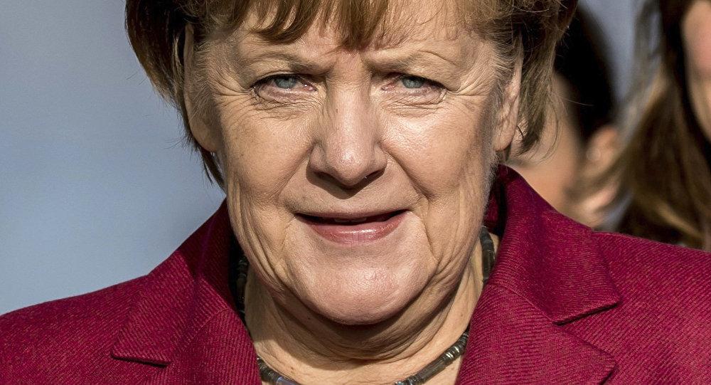 Миграционный кризис в Европе: Меркель переносит головную боль на уровень ЕС