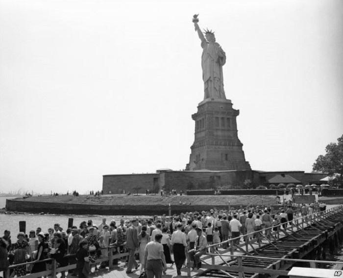 Только несколько людей в мире знают, КОМУ на самом деле принадлежит лицо Статуи Свободы...
