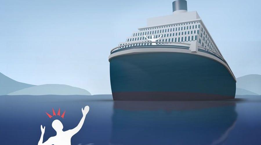 Как себя вести, если случайно выпали за борт корабля