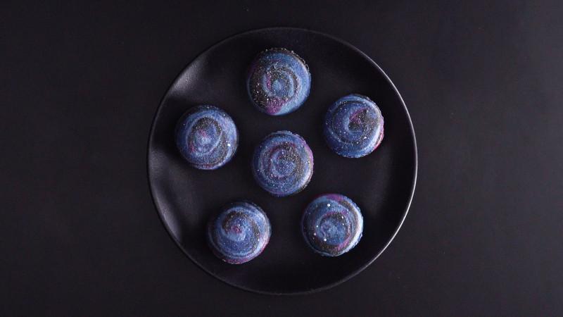 Космическая выпечка: Готовим разноцветные макаруны с ежевичным кремом