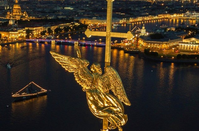 Ангелы следят за Петербургом (10 фото)