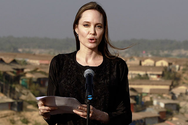 Анджелина Джоли прилетела в Бангладеш с гуманитарной миссией