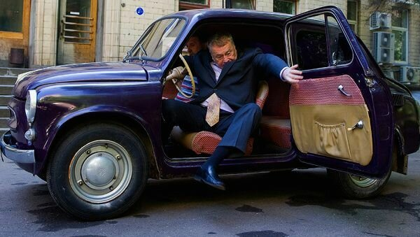 """От """"Буханки"""" до дорогущего Майбаха. Какие машины в личном автопарке Жириновского"""