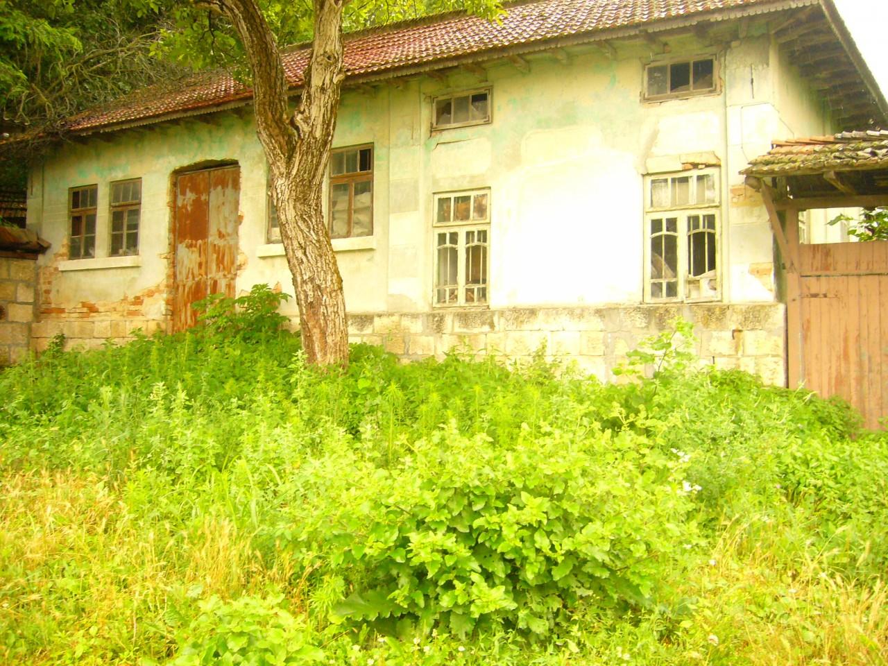 дом  в село кошов для ремонта,болгария, 92кв.м ,земля 900кв.м,цена 11000евро 00359878600910