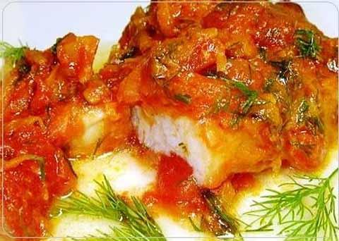 Рыба, тушеная с помидорами