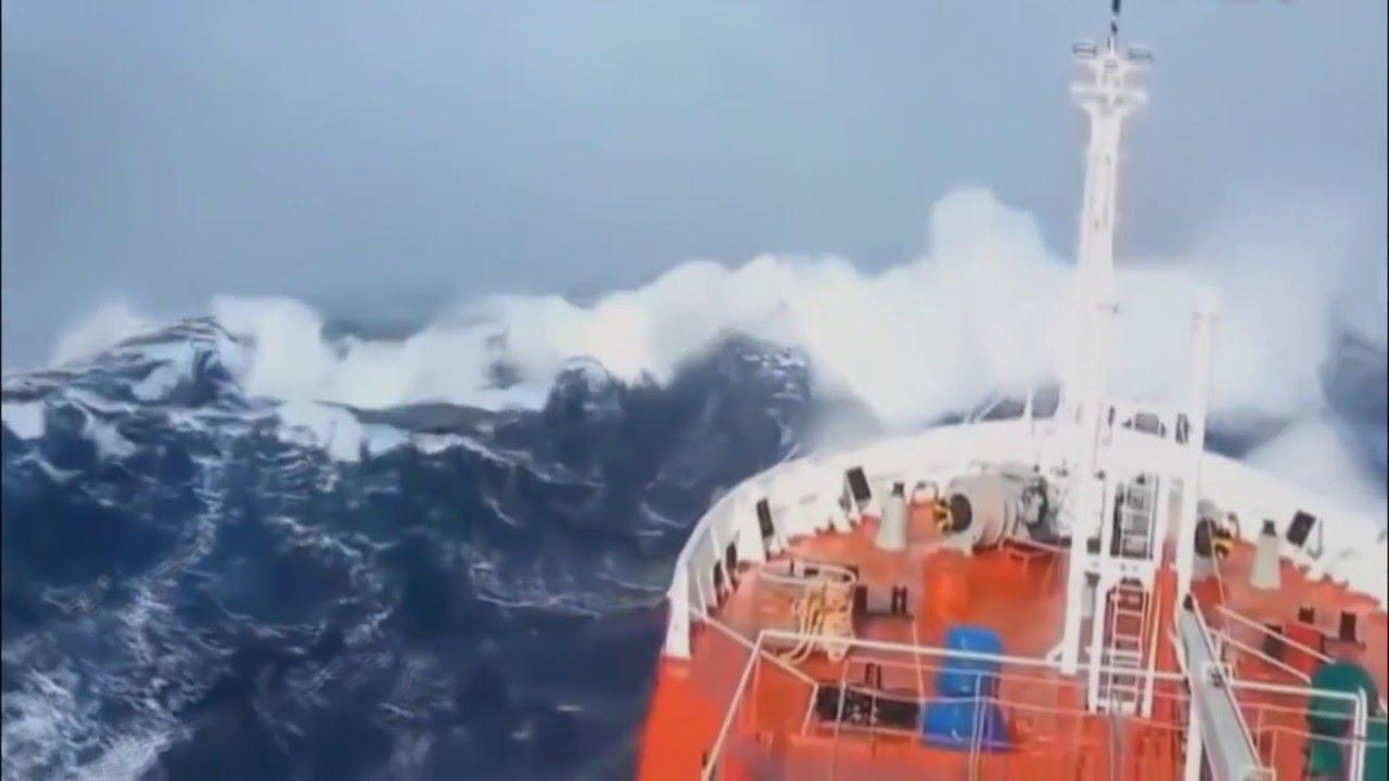 Экстремальный изгиб судна во время шторма