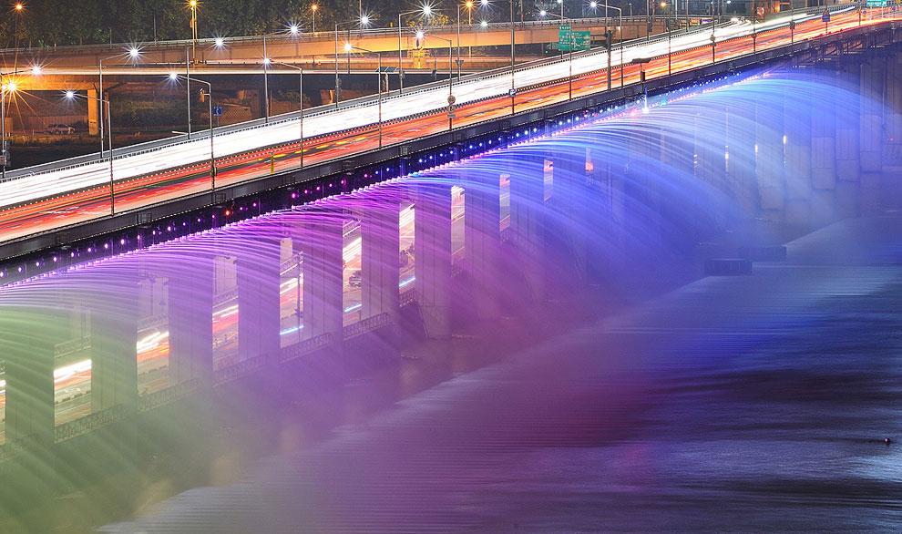 Лунная радуга — самый длинный в мире фонтан на мосту