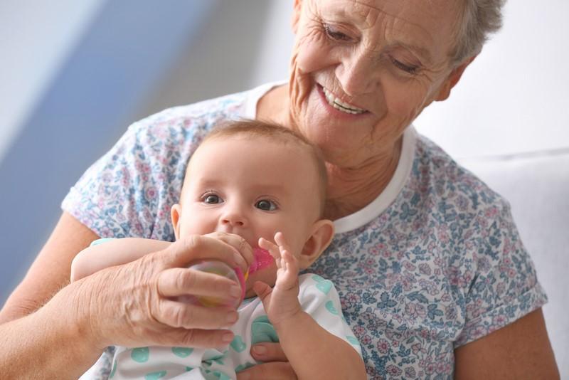 Картинка молодая бабушка и внучка