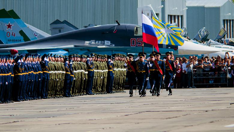 А кто воевать будет? Военные летчики массово бегут в гражданскую авиацию