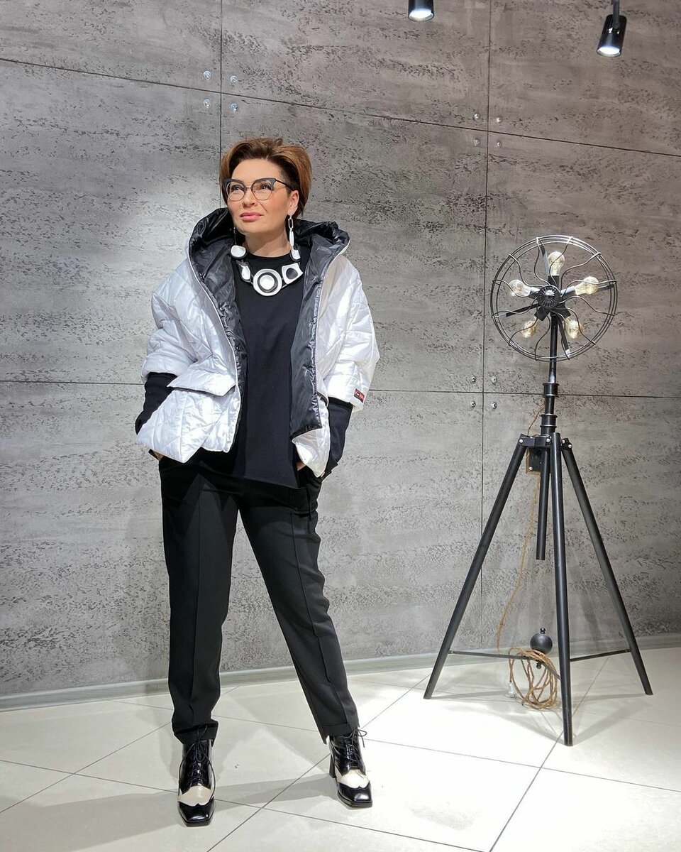 52-летний стилист Ирина Конарева: 6 неординарных образов, которые разошлись по интернету