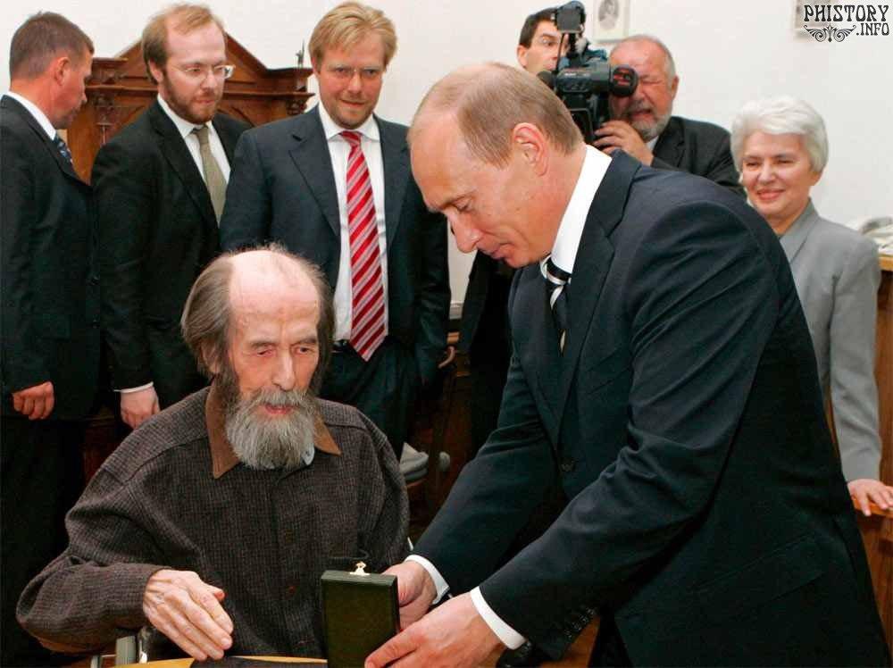 Президент России Владимир Путин поздравляет писателя Александра ...