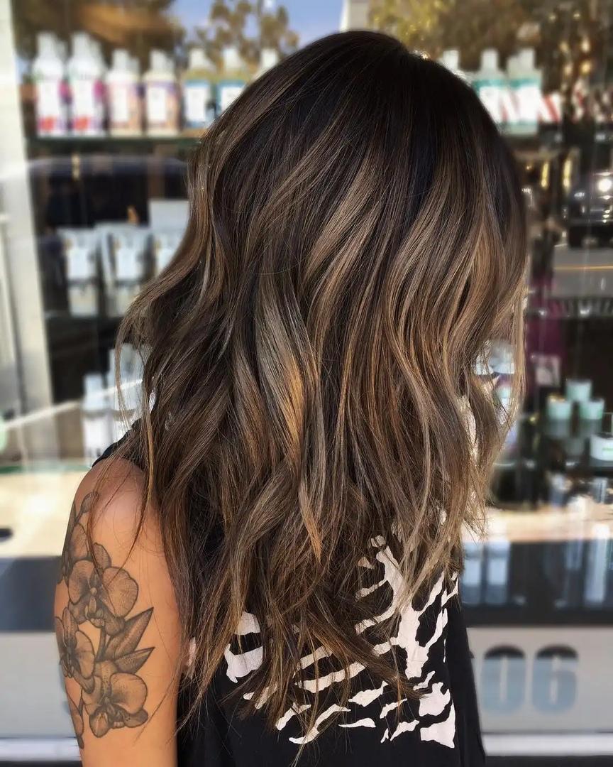Каскад на средние волосы: модный вариант для лета