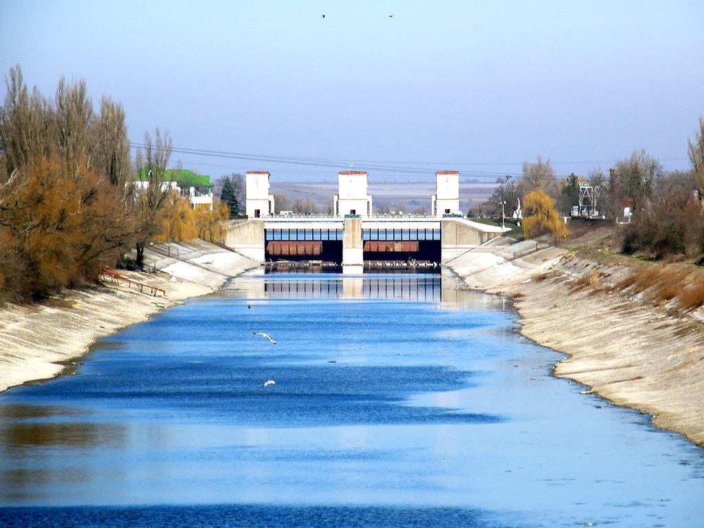 Названы три варианта для решения проблемы с водой в Крыму