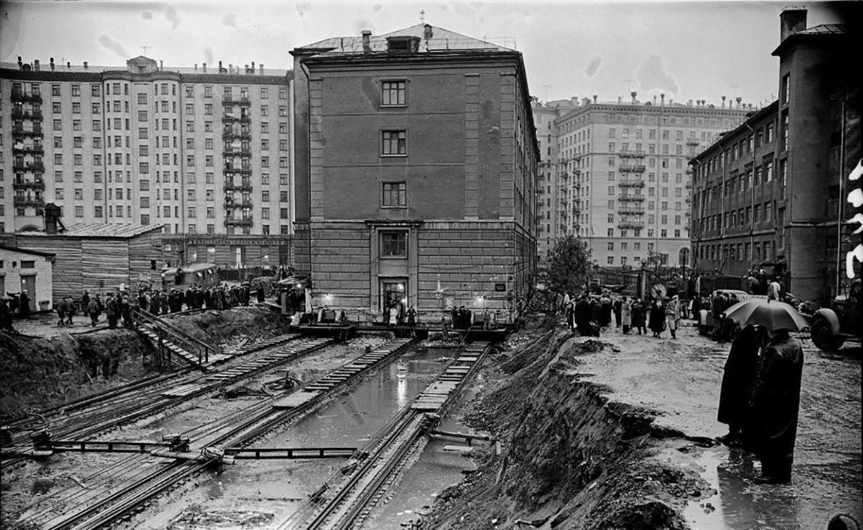 Передвижение домов в Москве
