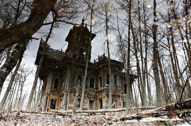 Отреставрированный русский терем