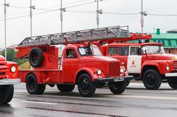 Пожар вспыхнул в школе в центре Москвы, 440 детей эвакуированы
