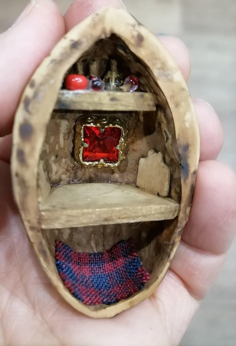 Мир внутри орешка. Невероятные кукольные домики внутри грецких орехов делает мастерица из Архангельска игрушки,мастерство,миниатюра,рукоделие,творчество
