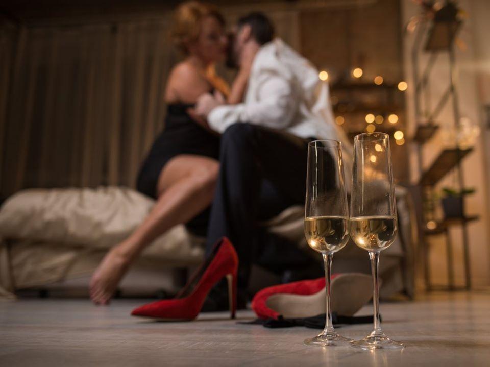 75% женщин хотят выпить перед сексом: 5 версий, зачем им это нужно