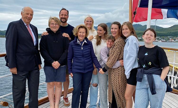 Королевская семья Норвегии поделилась серией фото со своих летних каникул Монархи,Новости монархов