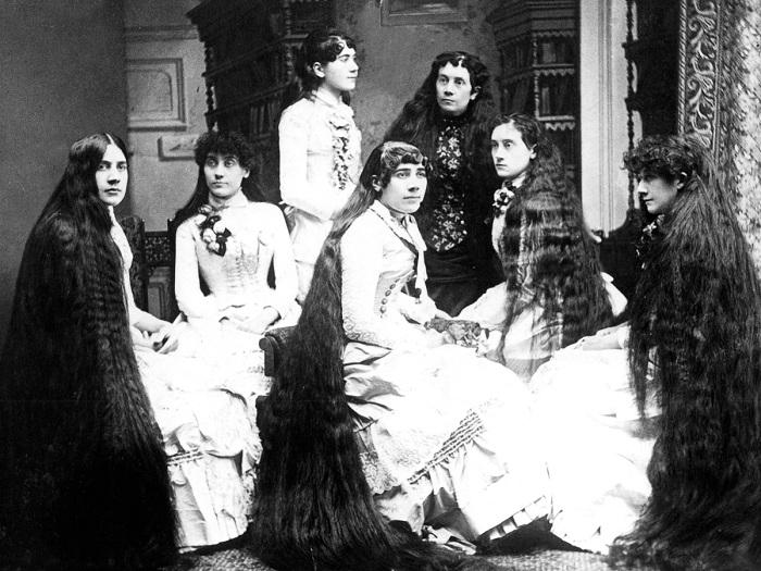 Коса - девичья краса: ретро-снимки семерых сестер с невероятно длинными волосами