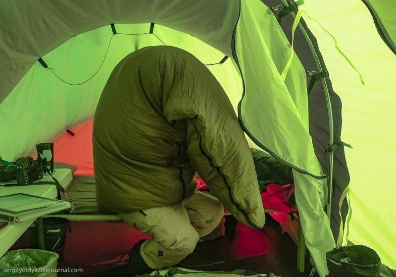 Процесс упаковки в спальник антарктида, интересно, пик Винсона, путешествие, скалолазание, фотоотчет