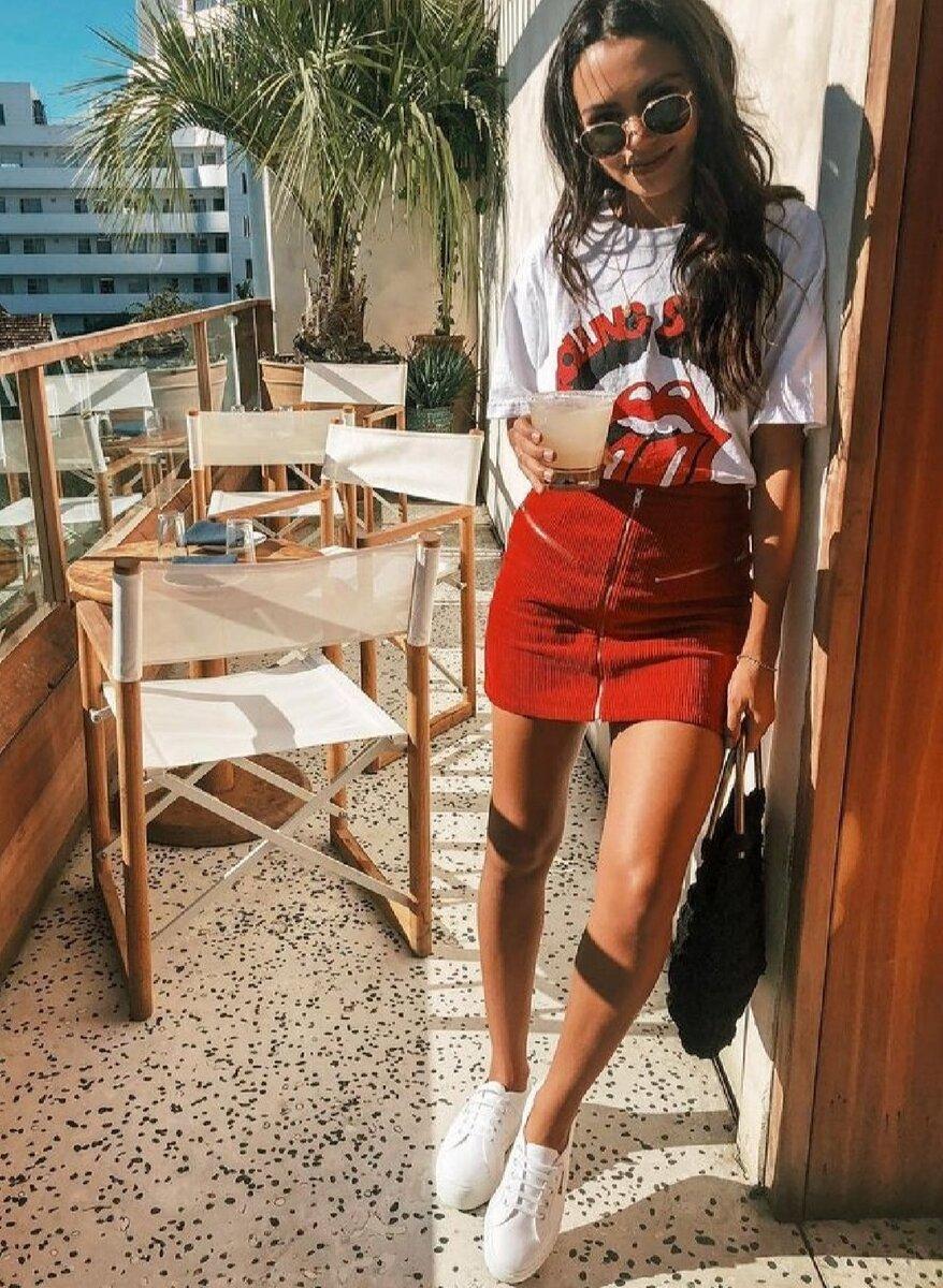 Летний тренд 2020: Какие футболки и юбки стоит взять на заметку?