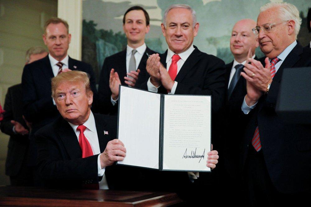 Прямое нарушение международного права: Трамп подписал документ о признании суверенитета Израиля над Голанами новости,события, политика