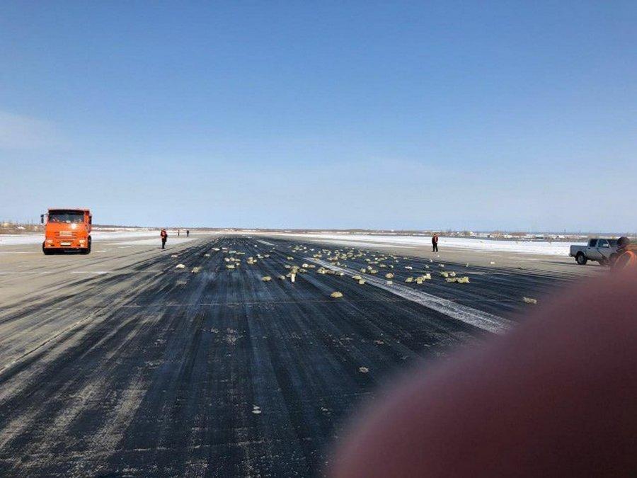 В Якутске из вылетавшего самолета АН-12 высыпался миллиард золотом
