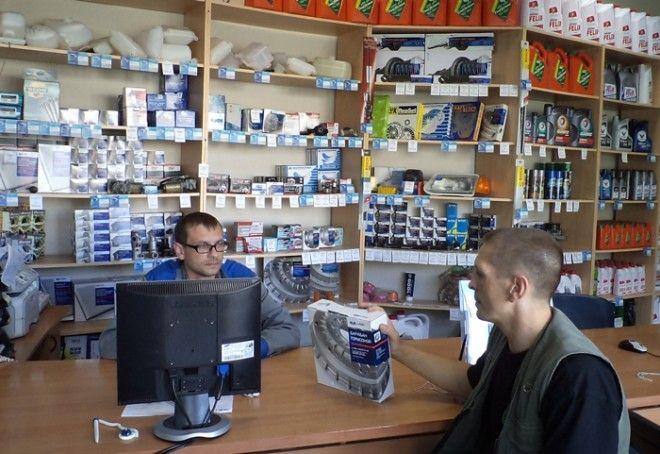 В универсальных магазинах запчастей цены обычно ниже, чем на фирменных сервисах.   Фото: intei.ru.