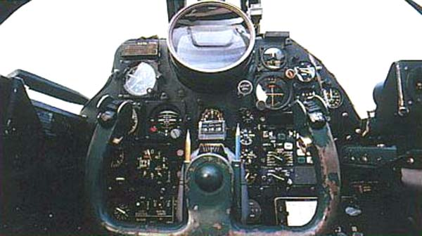 На фотографии - Кабина пилота U-2