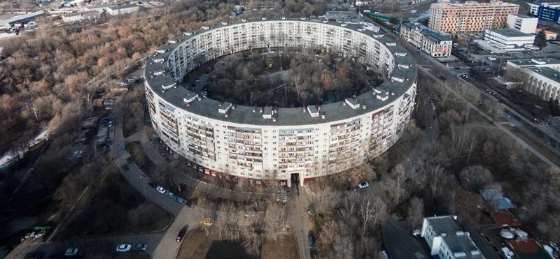 Как устроена жизнь в круглом доме на улице Довженко в Москве