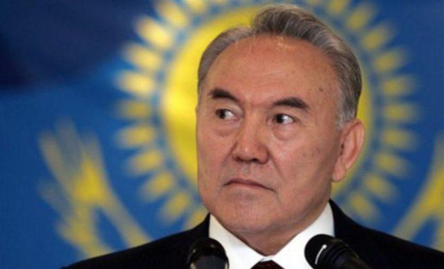 Назарбаев уходит, но при это…