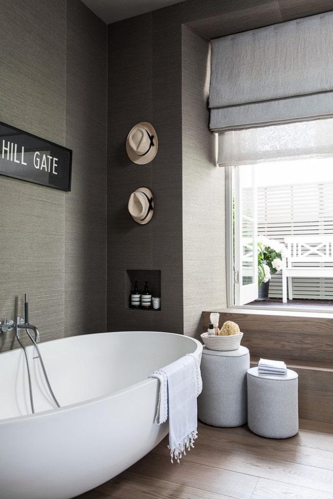 двойные римские шторы в ванной комнате