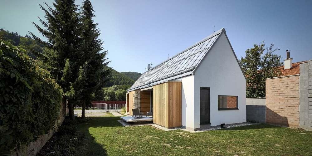 Дом из деревянных кирпичей площадью 69 кв. метров в Словакии