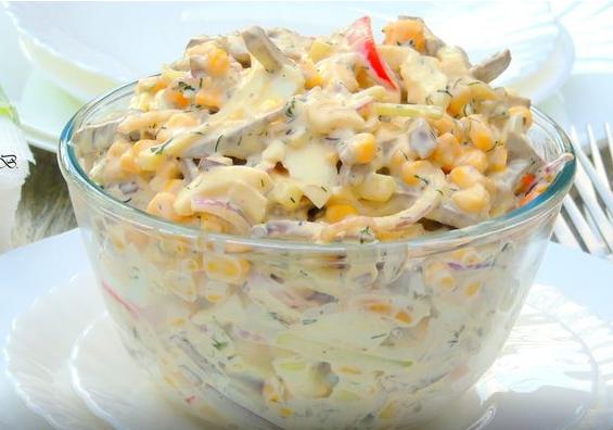 Сытный и аппетитный, а еще этот салат до неприличия простой в приготовлении