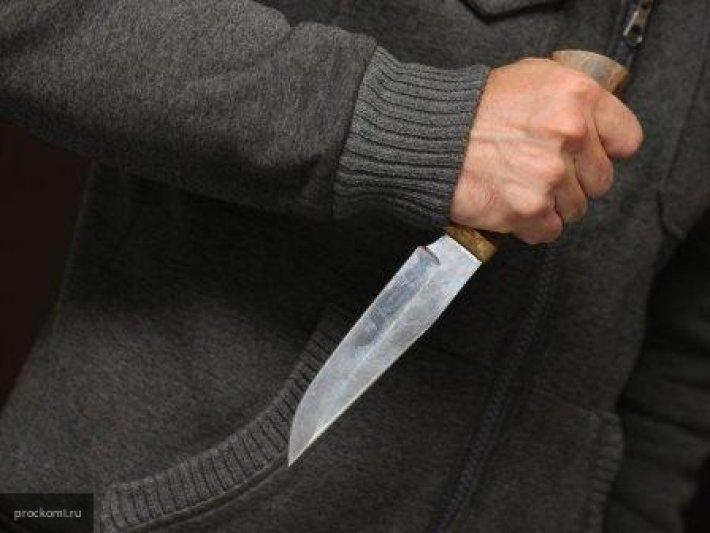 В Сети появилось видео, как неизвестные с ножом напали на двух жителей Мурманска