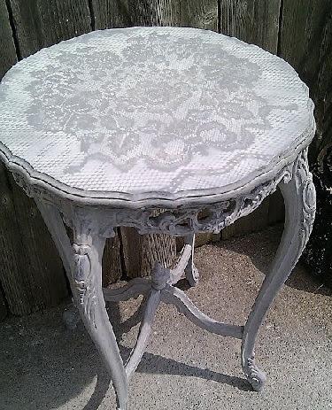 dekor stola kruzhevom