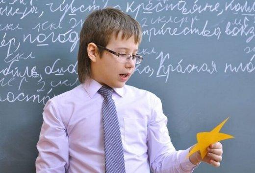 Детям задали в школе домашнее задание заработать денег. Мальчику удалось заработать 2467 долларов, и его идея действительно гениальна!