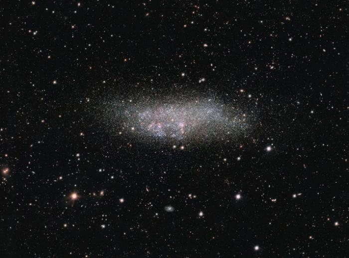 Астрономы показали одинокую галактику Вольфа-Лундмарка-Мелотта