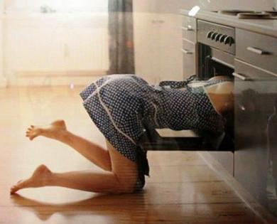 Она поставила пирог в духовку… Смотрит через 10 минут его там нет! Где же он?! Точь-в -точь, как у меня с курицей было!!!