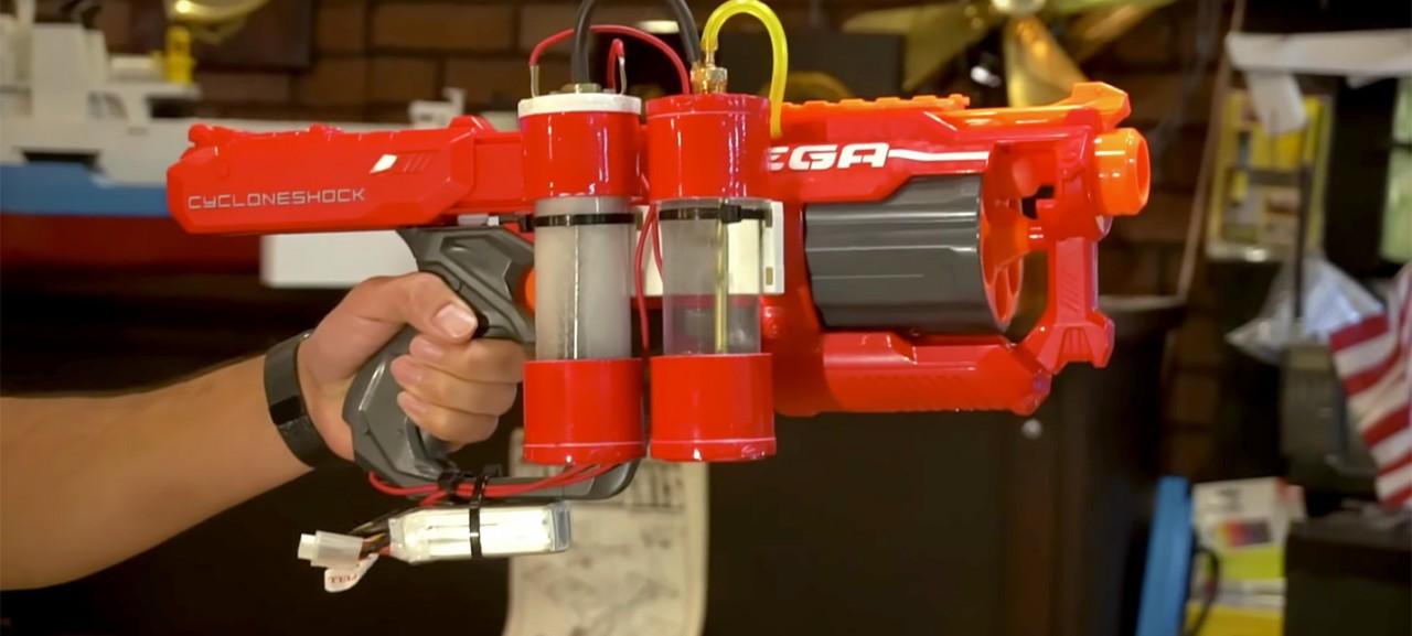 Умелец превратил нерф-пистолет в водородную пушку